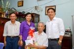 Liên đoàn Lao động Quận 11 tổ chức thăm và tặng quà cho cán bộ công vận hưu trí có hoàn cảnh khó khăn, bệnh tật nhân kỷ niệm 87 năm ngày thành lập Công đoàn Việt Nam 28/7.