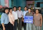 LĐLĐ Q.11 phối hợp cùng Trung tâm Công tác Xã hội LĐLĐ Tp.HCM và Công đoàn Trường Đại học Sư phạm Tp.HCM trao sổ tiết kiệm cho đoàn viên công đoàn bị bệnh nan y.