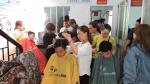 LĐLĐ quận 11 tổ chức hớt tóc miễn phí cho thanh niên nhập ngũ năm 2018.